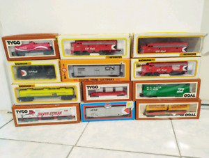Various HO Scale Trains Lot