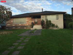 CLOSE TO LANGARA STATION, SHARED ROOM IN RENT! MOVING NOW!