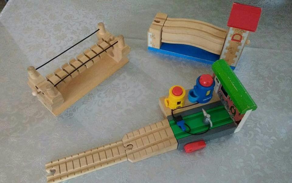 3 x Rare Thomas the tank engine wooden train track pieces/bridges