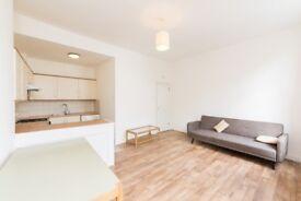 2 bedroom flat in Crogsland Road, NW1