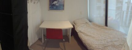 Docklands) Private room in the living room for 1 Male