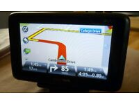 TOMTOM GO LIVE 1000 UK/ EUROPEAN MAPS £20 ****BATTERY NO GOOD SO HAS TO BE USED PLUGGED IN ****