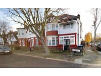 6 bedroom house in Colne Road, Winchmore Hill