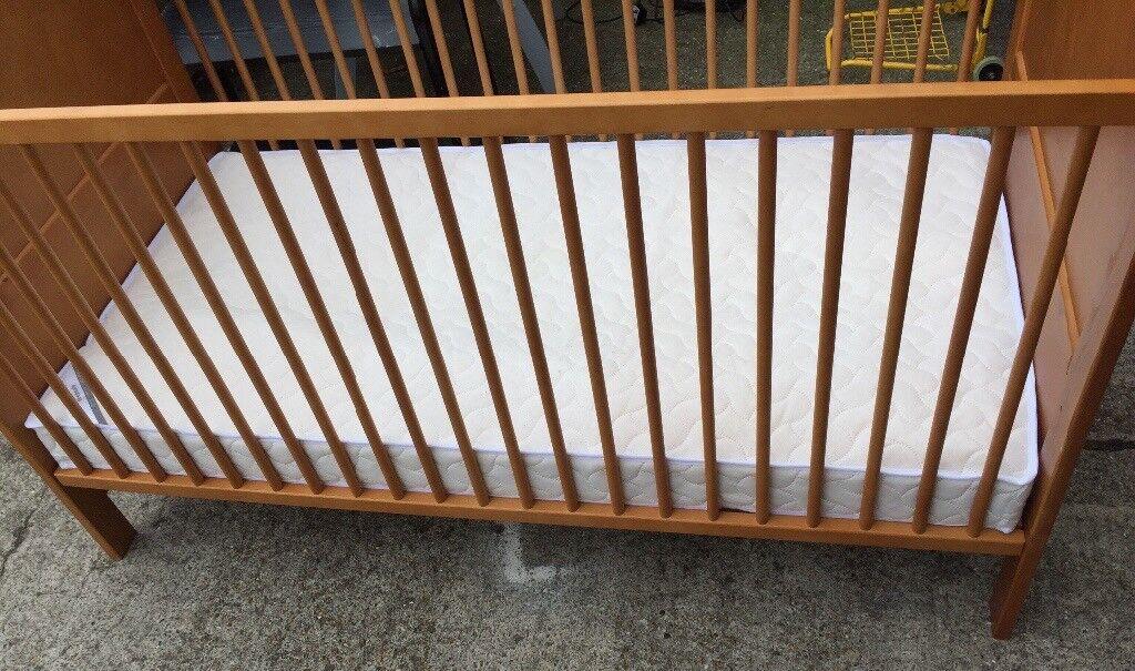 Cotbed / kids bed and Mamas & Pappas mattress