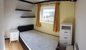 Single room in 3 bed house for rent
