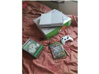 Xbox One 500gb White with GTA V, docking station for controllers and 3 month live subscription