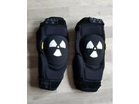 Nukeproof critical armour knee pads