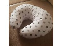 Breastfeeding baby support pillow