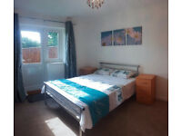 COUPLES Welcome - Double Room in Cowley! (MCrR3)
