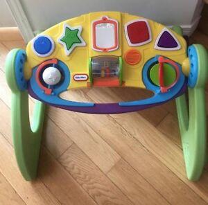 jouet d'éveille, table musicale pour jeune enfant à Granby