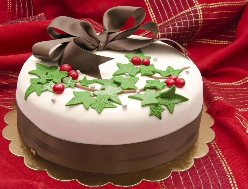 Decorating A Christmas Cake Part - 41: Creative Yet Easy Christmas Cake Decorating Ideas