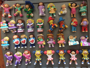 Lot of 34 VINTAGE CABBAGE PATCH KIDS FIGURINES $100