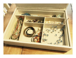 Jewelry and jewelry box