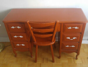 Beautiful Maple Desk in Excellent Condition