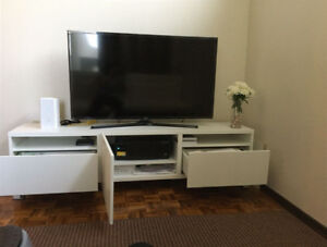 ☆Moving Out Sale☆ TV bench - Almost New Excellent Cond.