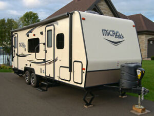 2017 Forest River Flagstaff 25KS Sapphire 25 Pieds + Slide Out