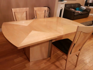Beautiful Italian Made Dining Room Table with chairs