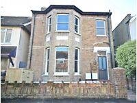 1 bedroom flat in Flat 1 Connaught Road, Teddington, TW11
