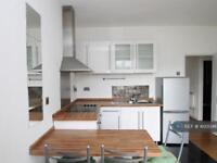 2 bedroom flat in Ascalon House, Battersea, SW8 (2 bed)