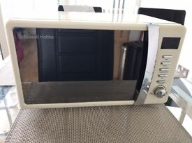 Russell Hobbs Microwave 17L 700W Cream