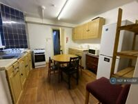 4 bedroom flat in Hamlets Way, London, E3 (4 bed) (#1033121)