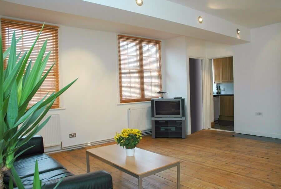 4 bed 2 bath Streatham Hill- Available NOW