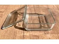 2 glass containers with lid