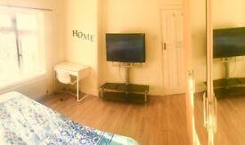 Bright Double room in Kingsbury