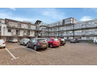 Secluded but convenient 1 bedroom modern apartment close to Royal Infirmary and King's Buildings