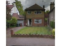 3 Bedroom Detached House with Driveway close to A41, A1 and M1