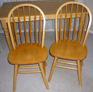 Wooden table and 2 Chairs : Excellent Condition:Clean:SmokeFree Cambridge Kitchener Area image 4