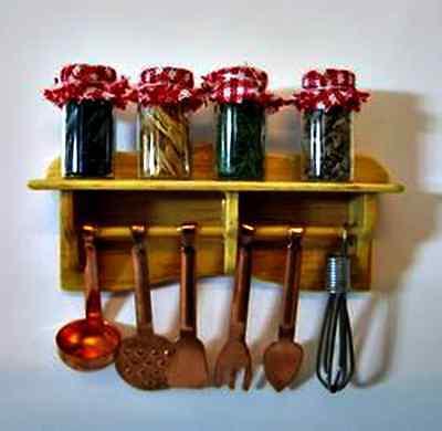 Küchenregal mit 6 Kupfer Utensilien  4 Gläser mit Gewürzen