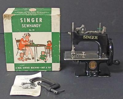 SINGER SEWHANDY CHILD'S SEWING MACHINE W/BOX Lot 63