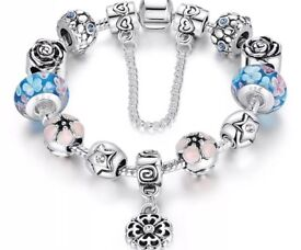 Silver plated flower charm bracelet - NEW