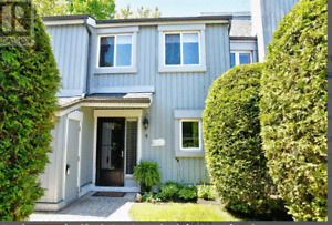 Collingwood- 3 bedroom, 1500 sq ft town home