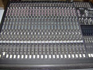 Mackie 24*8*2 mixing console