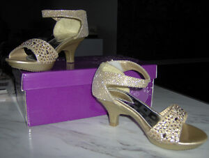 Highheel dress shoes in gold