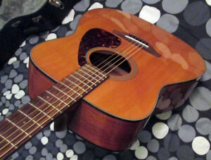 Yamaha FG700S Acoustic Guitar in mint condition