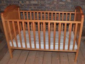 Mamas & Papas cot/bed, with mattress