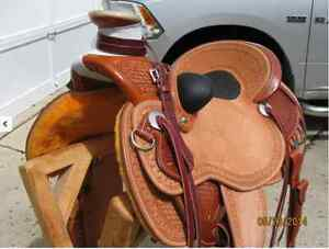 "WADE ROPING SADDLE BY ""EXPERIENCE LEATHER"""