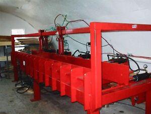 Presse hydraulique pour assembler du bois d'ingénierie