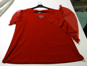 RED TOP WITH SLITS ON SHOULDER SLEEVES