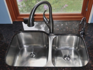 Large Dual Stainless Steel Sink in Excellent Condition $80 OBO