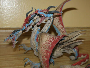 Figurine de collection en parfaite condition. Dragon McFarlane.
