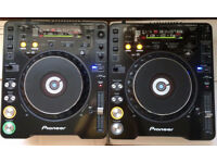 A Pair of Pioneer CDJ1000 Mk3 Turntables in Mint Condition