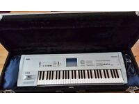 KORG TRITON CLASSIC MUSIC WORKSTATION IN BEAUTIFUL CONDITION WITH HARD FLIGHT CASE
