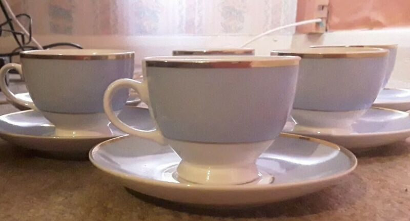 doulton+cup+and+saucers++blue+and+gold+