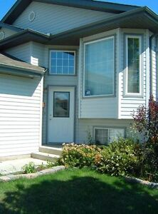 Beautiful 3 Bdrm Family House in Lewis Estates