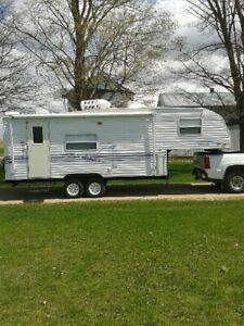 2001 Prowler Lite  24 foot 5th wheel