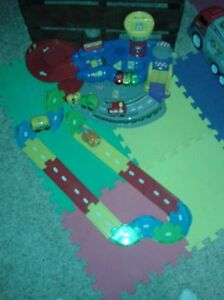 little people car garage with 4 cars
